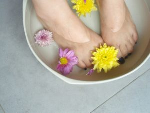 足湯で潤う素足